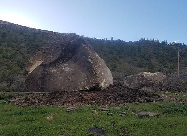【危険】コロラド州の巨大落石、民家の2倍ほどもある巨岩が落ちてきて高速道路を塞ぐ!!(画像)・2枚目