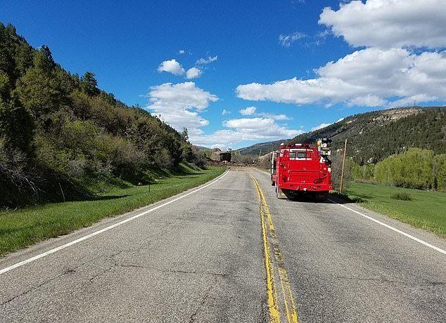 【危険】コロラド州の巨大落石、民家の2倍ほどもある巨岩が落ちてきて高速道路を塞ぐ!!(画像)・4枚目