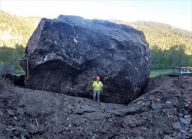 【危険】コロラド州の巨大落石、民家の2倍ほどもある巨岩が落ちてきて高速道路を塞ぐ!!(画像)・6枚目