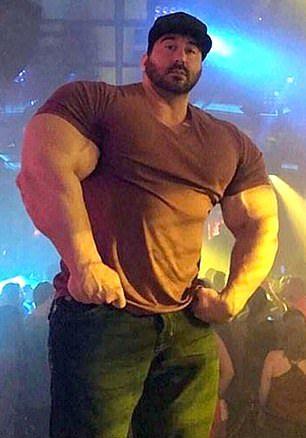 【超ビフォアフター】筋トレに目覚めたガリガリの少年、10年で100㎏増量し筋肉の塊になる!!(画像)・3枚目