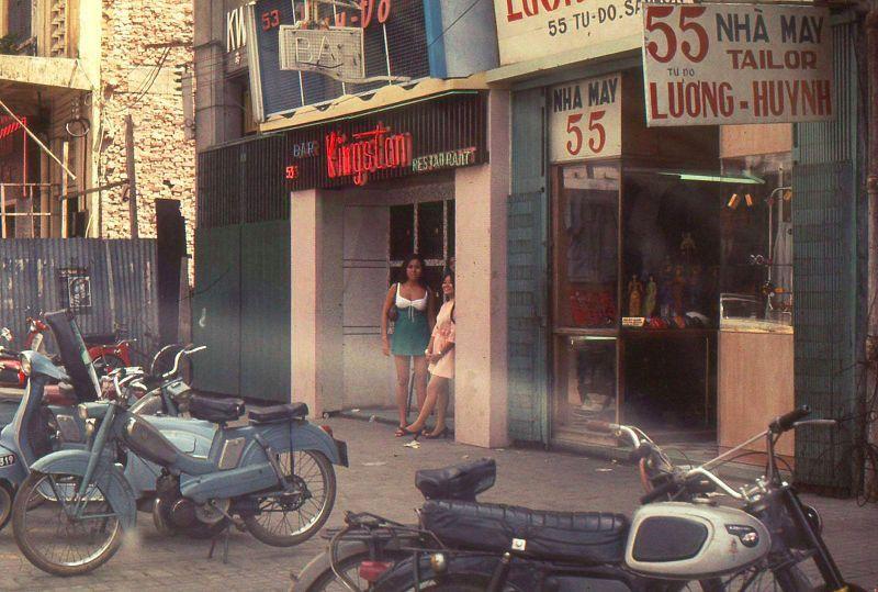 【ベトナム売春宿】1960年代ベトナム戦争当時の米軍御用達の売春宿、あんま美人居ないな・・・・(画像)・1枚目