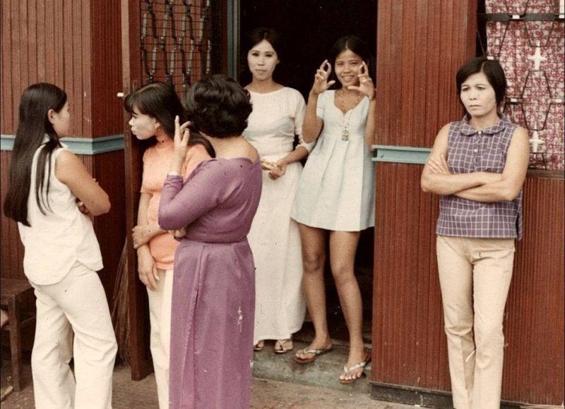 【ベトナム売春宿】1960年代ベトナム戦争当時の米軍御用達の売春宿、あんま美人居ないな・・・・(画像)・2枚目