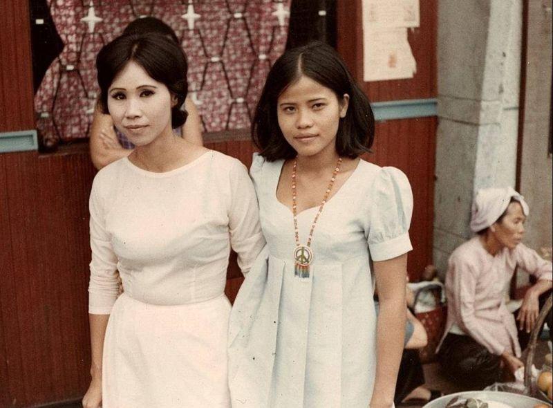 【ベトナム売春宿】1960年代ベトナム戦争当時の米軍御用達の売春宿、あんま美人居ないな・・・・(画像)・4枚目