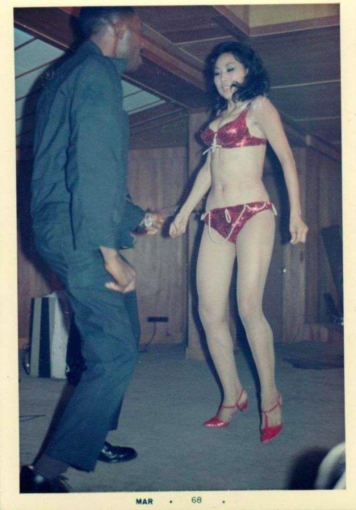 【ベトナム売春宿】1960年代ベトナム戦争当時の米軍御用達の売春宿、あんま美人居ないな・・・・(画像)・8枚目