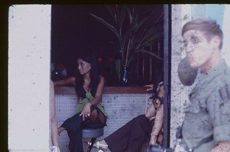 【ベトナム売春宿】1960年代ベトナム戦争当時の米軍御用達の売春宿、あんま美人居ないな・・・・(画像)・9枚目