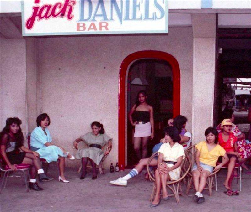 【ベトナム売春宿】1960年代ベトナム戦争当時の米軍御用達の売春宿、あんま美人居ないな・・・・(画像)・11枚目