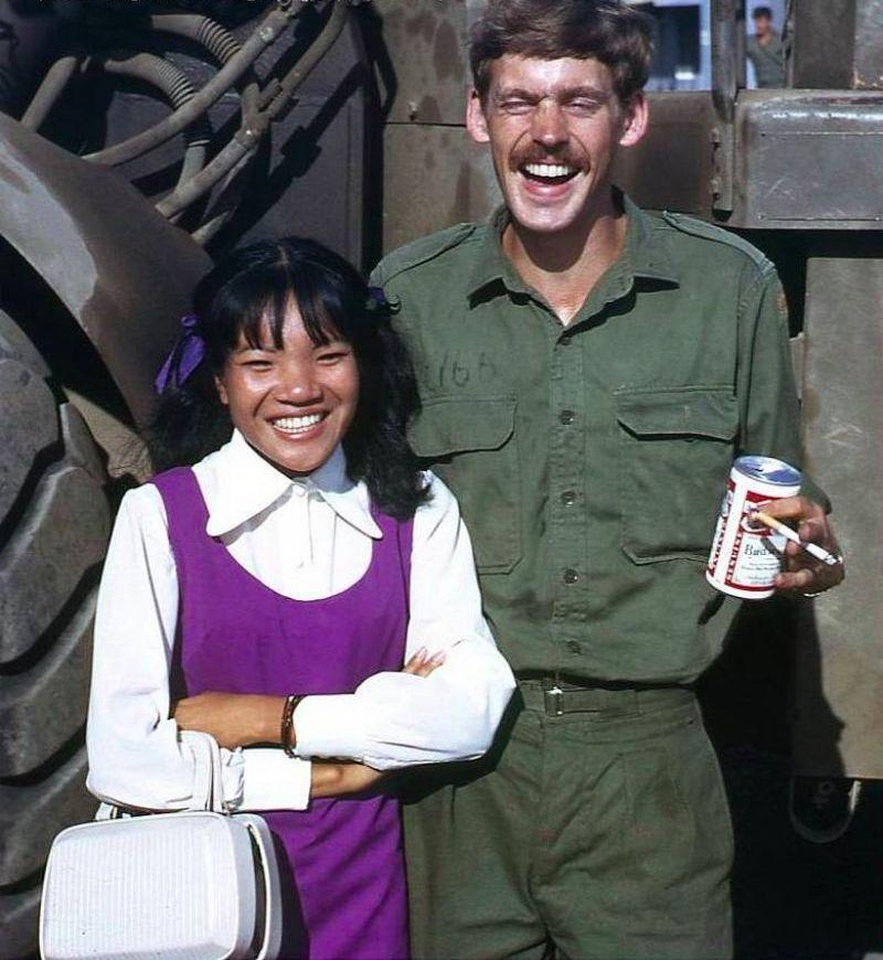 【ベトナム売春宿】1960年代ベトナム戦争当時の米軍御用達の売春宿、あんま美人居ないな・・・・(画像)・12枚目