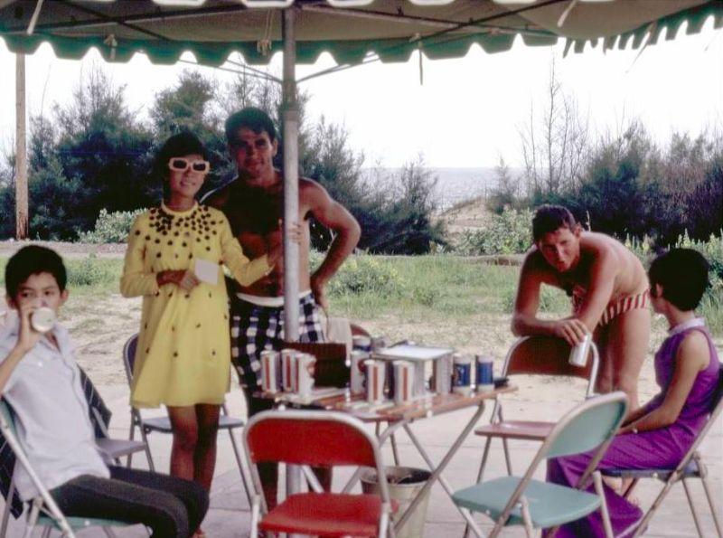 【ベトナム売春宿】1960年代ベトナム戦争当時の米軍御用達の売春宿、あんま美人居ないな・・・・(画像)・13枚目