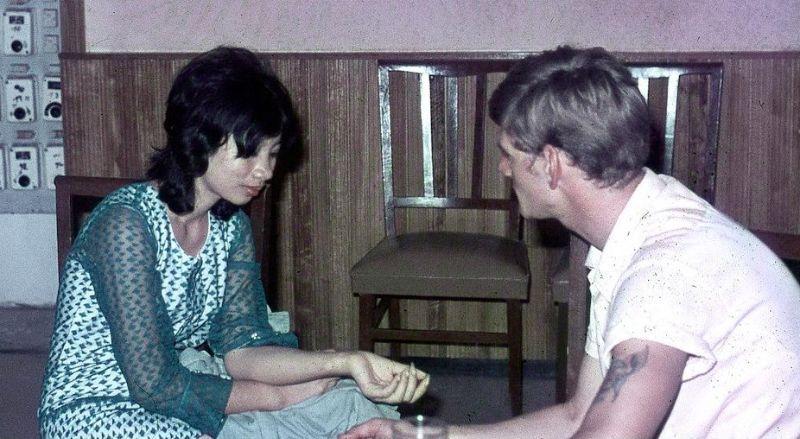 【ベトナム売春宿】1960年代ベトナム戦争当時の米軍御用達の売春宿、あんま美人居ないな・・・・(画像)・15枚目