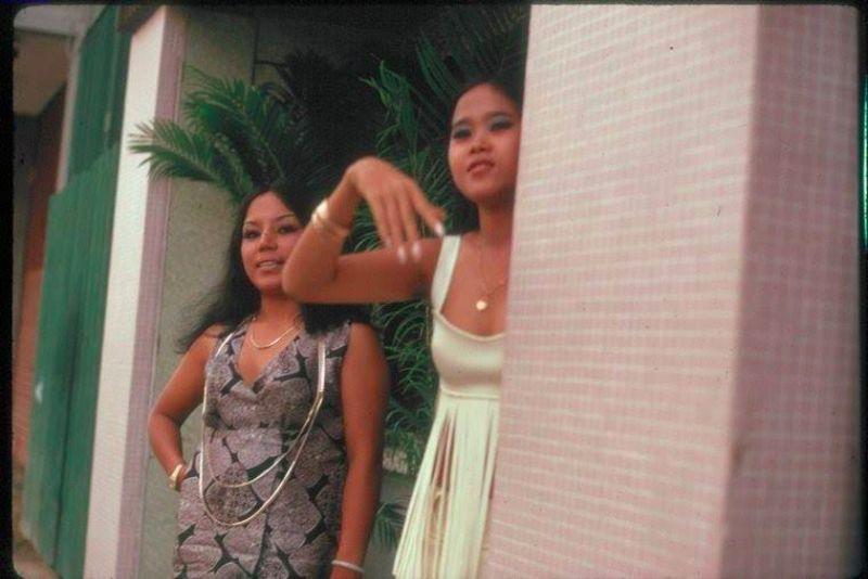 【ベトナム売春宿】1960年代ベトナム戦争当時の米軍御用達の売春宿、あんま美人居ないな・・・・(画像)・17枚目