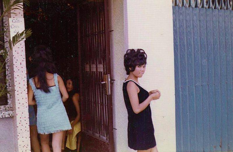 【ベトナム売春宿】1960年代ベトナム戦争当時の米軍御用達の売春宿、あんま美人居ないな・・・・(画像)・18枚目