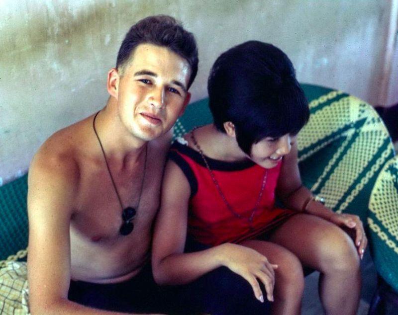【ベトナム売春宿】1960年代ベトナム戦争当時の米軍御用達の売春宿、あんま美人居ないな・・・・(画像)・21枚目