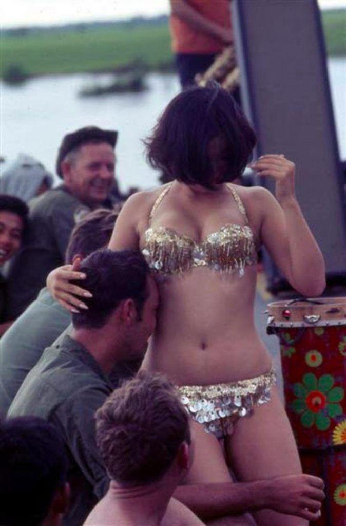 【ベトナム売春宿】1960年代ベトナム戦争当時の米軍御用達の売春宿、あんま美人居ないな・・・・(画像)・24枚目