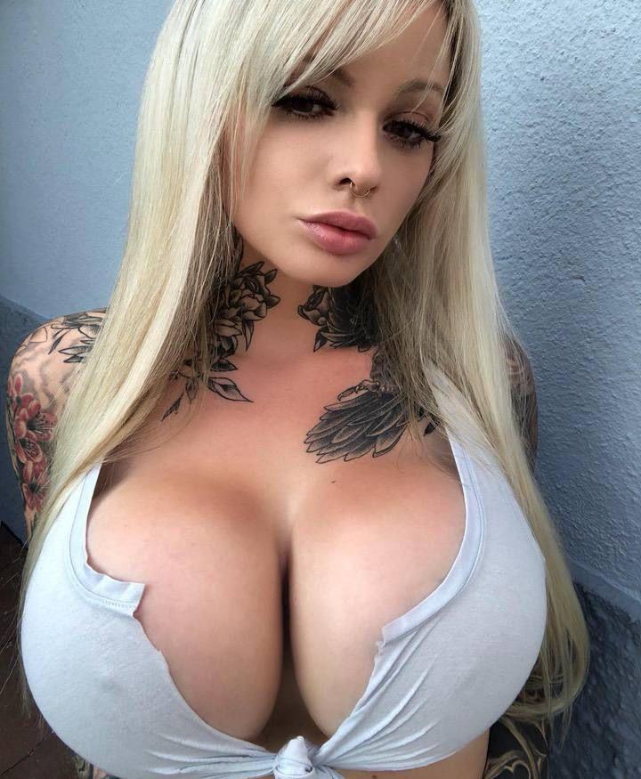 【爆乳モデル】タトゥーとシリコンおっぱいが凄まじいドイツのモデルまんさん、超エロい!!(画像)・10枚目