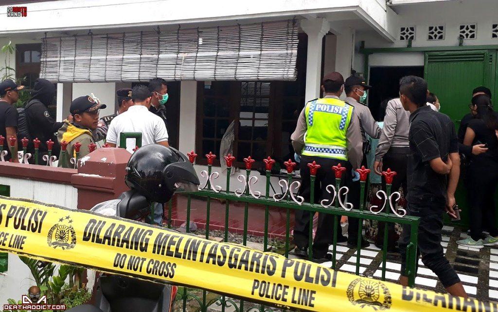 【閲覧注意】インドネシアの老夫婦、揃って服毒自殺した後2週間経って自宅で発見される・・・・・(画像)・1枚目