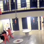 【お手柄】アメリカの刑務所で飛び降り、友人の囚人3人が洗濯物カートでナイスキャッチ!!(動画)