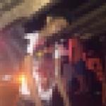 【グロ注意】フィリピンのバイクライダー、停車してるトラックの荷台の鉄骨に突っ込む!!