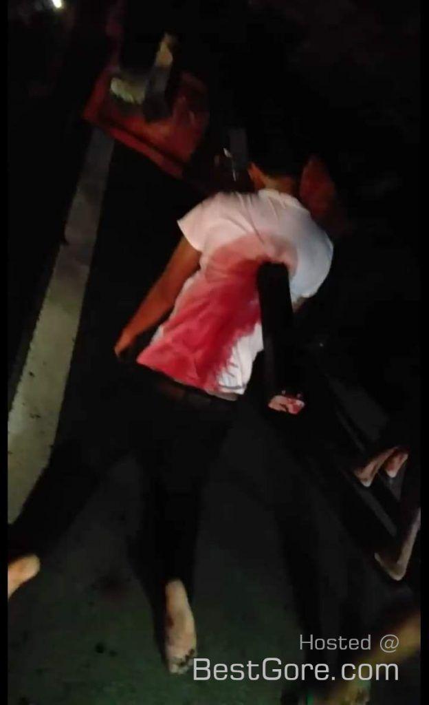 【グロ注意】フィリピンのバイクライダー、停車してるトラックの荷台の鉄骨に突っ込む!!・3枚目