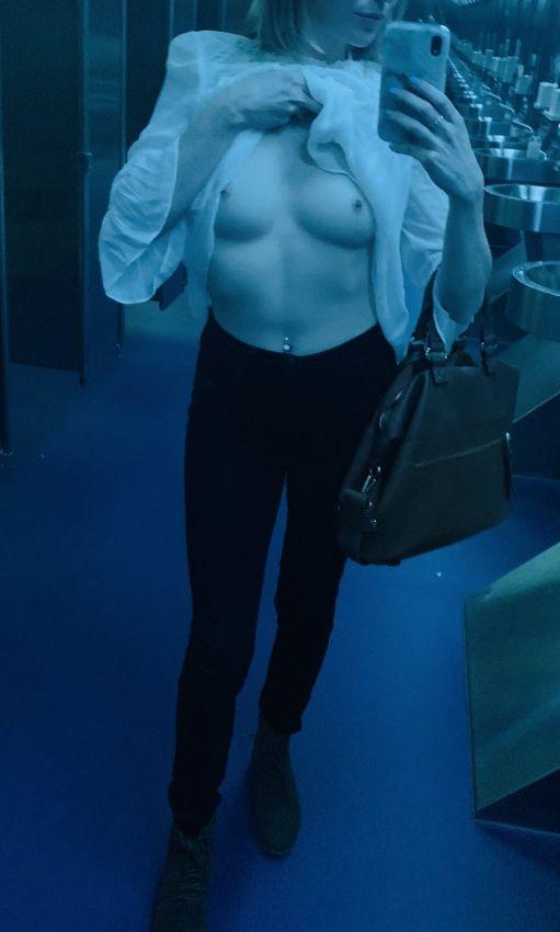 【ロシアンエロ自撮り】マジで糞エロ過ぎるロシアまんさんのエロ自撮り、やっぱ肌白くて綺麗なの多いな!!(画像)・17枚目