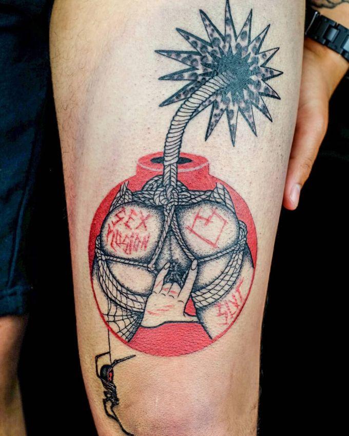 【手マン多し!】一生モノのタトゥーで下ネタぶっ込んでくる外人さん、心臓強すぎだろ!!(画像)・13枚目
