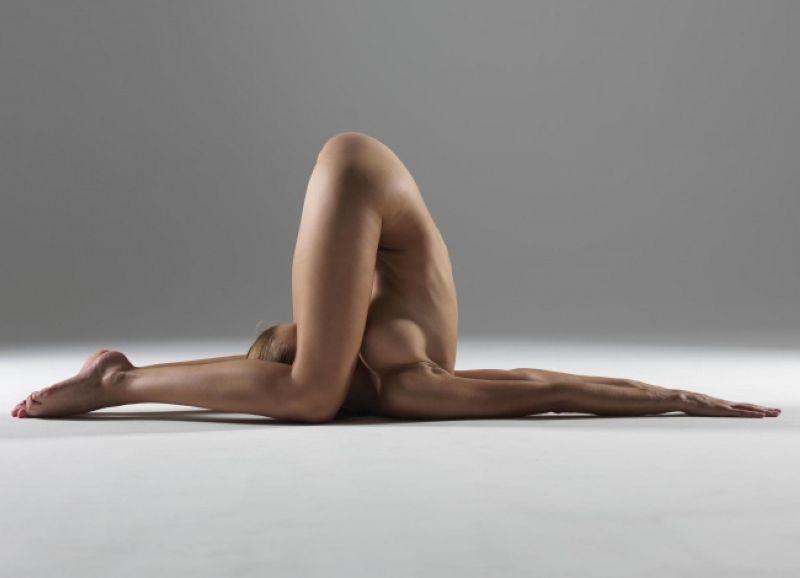 【全裸ヨガ】エロいのにどっか神秘的な外人さんのヌードヨガ、正直セックスしたくてたまらんのだが・・・・(画像)・1枚目