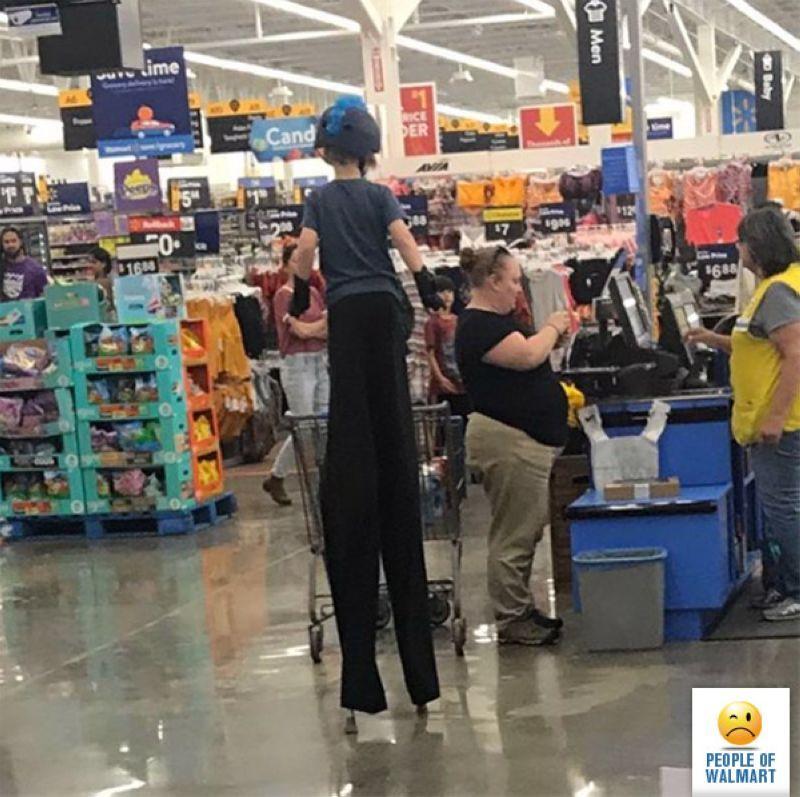 【自由の国】アメリカのウォルマート、ただのスーパーなのに変な客ばかり集まってくる件・・・・(画像)・3枚目