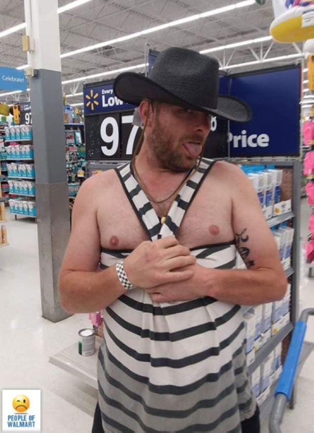 【自由の国】アメリカのウォルマート、ただのスーパーなのに変な客ばかり集まってくる件・・・・(画像)・7枚目