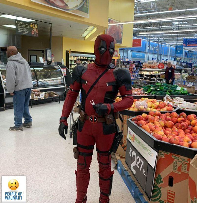 【自由の国】アメリカのウォルマート、ただのスーパーなのに変な客ばかり集まってくる件・・・・(画像)・11枚目