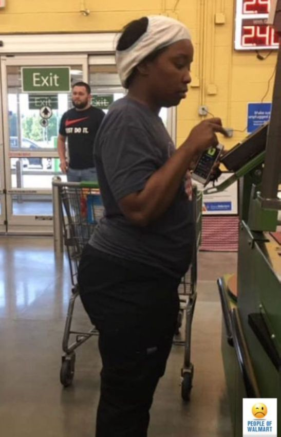 【自由の国】アメリカのウォルマート、ただのスーパーなのに変な客ばかり集まってくる件・・・・(画像)・15枚目