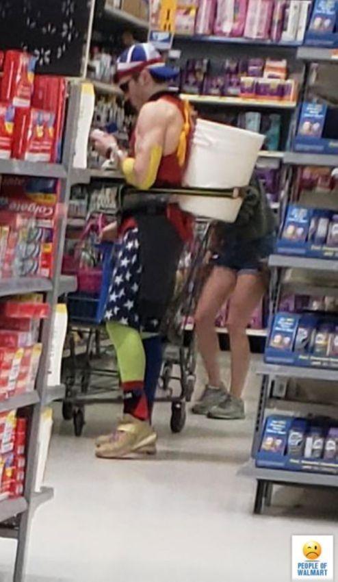 【自由の国】アメリカのウォルマート、ただのスーパーなのに変な客ばかり集まってくる件・・・・(画像)・16枚目