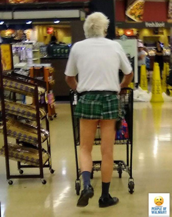 【自由の国】アメリカのウォルマート、ただのスーパーなのに変な客ばかり集まってくる件・・・・(画像)・21枚目