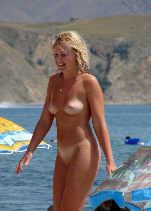 【丸出し】ロシアのヌーディストビーチ、美女率の高さがヤベー!!・21枚目
