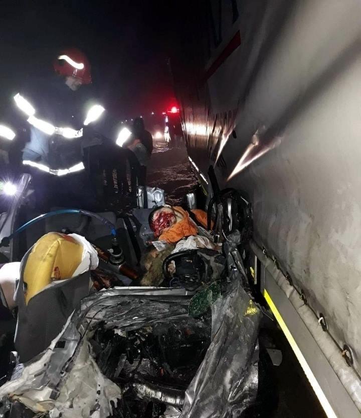 【飲酒事故】雪上で飲酒運転してたルーマニアの若者、クラッシュして乗員5人全員死亡・・・・・(画像)・4枚目