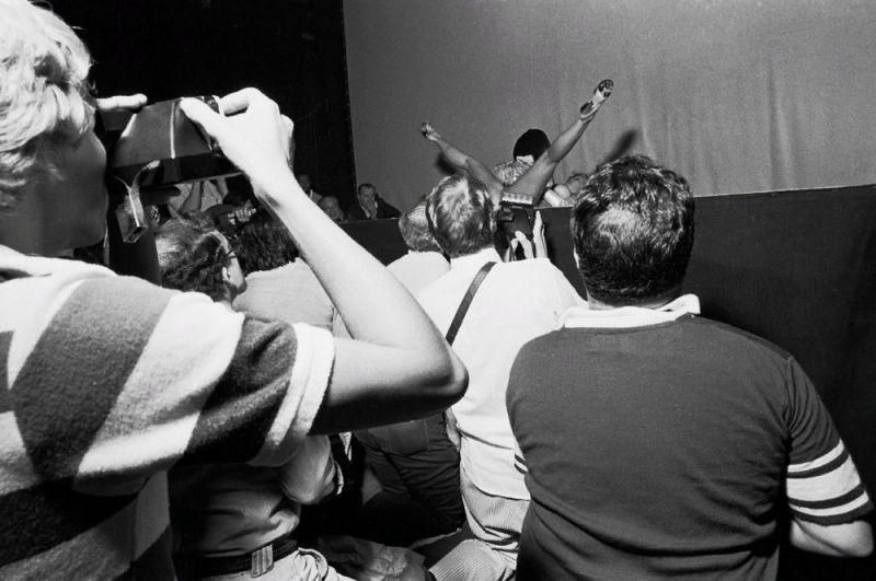 【ストリップ】1970年代のシカゴのストリップ劇場の様子、今のコミケ会場前とあまり変わらないな・・・・・(画像)・2枚目