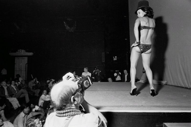 【ストリップ】1970年代のシカゴのストリップ劇場の様子、今のコミケ会場前とあまり変わらないな・・・・・(画像)・5枚目