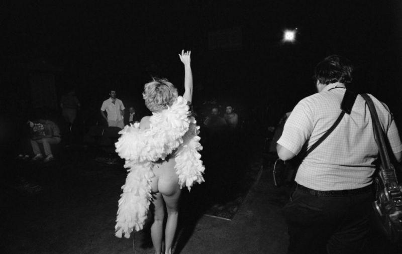 【ストリップ】1970年代のシカゴのストリップ劇場の様子、今のコミケ会場前とあまり変わらないな・・・・・(画像)・6枚目