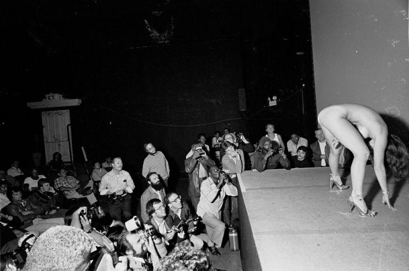 【ストリップ】1970年代のシカゴのストリップ劇場の様子、今のコミケ会場前とあまり変わらないな・・・・・(画像)・8枚目