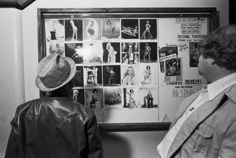 【ストリップ】1970年代のシカゴのストリップ劇場の様子、今のコミケ会場前とあまり変わらないな・・・・・(画像)・9枚目