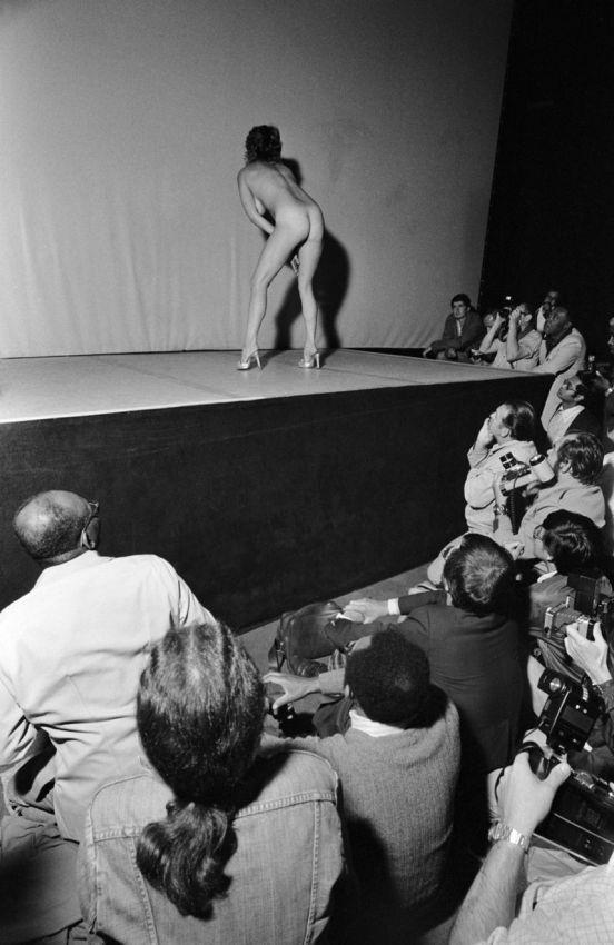 【ストリップ】1970年代のシカゴのストリップ劇場の様子、今のコミケ会場前とあまり変わらないな・・・・・(画像)・11枚目