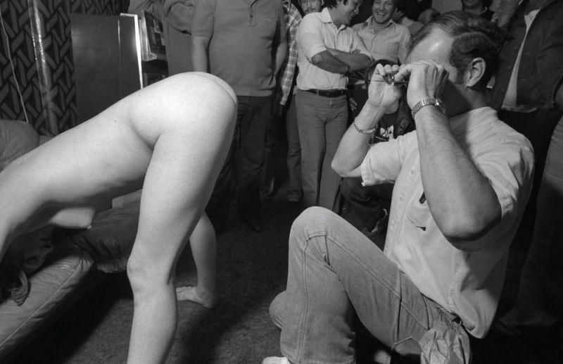 【ストリップ】1970年代のシカゴのストリップ劇場の様子、今のコミケ会場前とあまり変わらないな・・・・・(画像)・16枚目