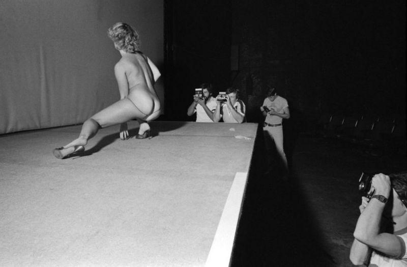 【ストリップ】1970年代のシカゴのストリップ劇場の様子、今のコミケ会場前とあまり変わらないな・・・・・(画像)・23枚目