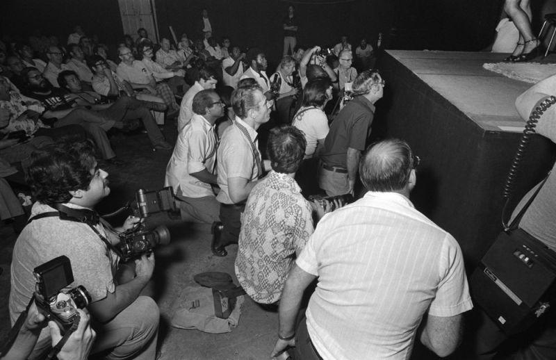 【ストリップ】1970年代のシカゴのストリップ劇場の様子、今のコミケ会場前とあまり変わらないな・・・・・(画像)・24枚目