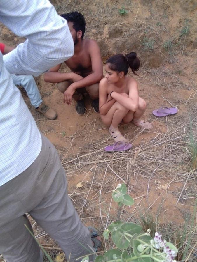 【胸糞】村のはずれでイチャついてたインドカップルさん、上位カーストの男達に捕まってリアルNTRされる・・・・・(画像、動画)・1枚目