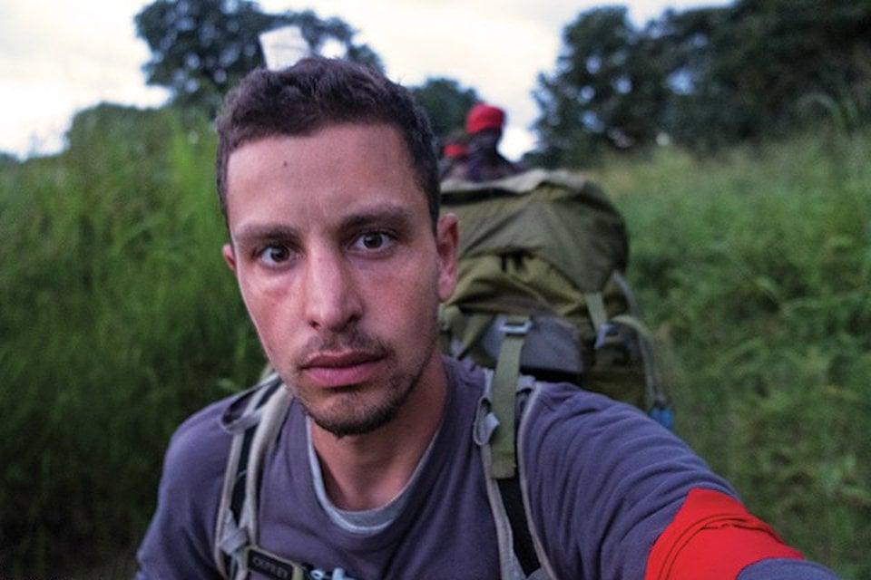 【ジャーナリスト魂】反政府ゲリラに密着取材中のジャーナリスト、政府軍によって間違えて射殺され身ぐるみ剥がされる・・・・・(画像)・4枚目