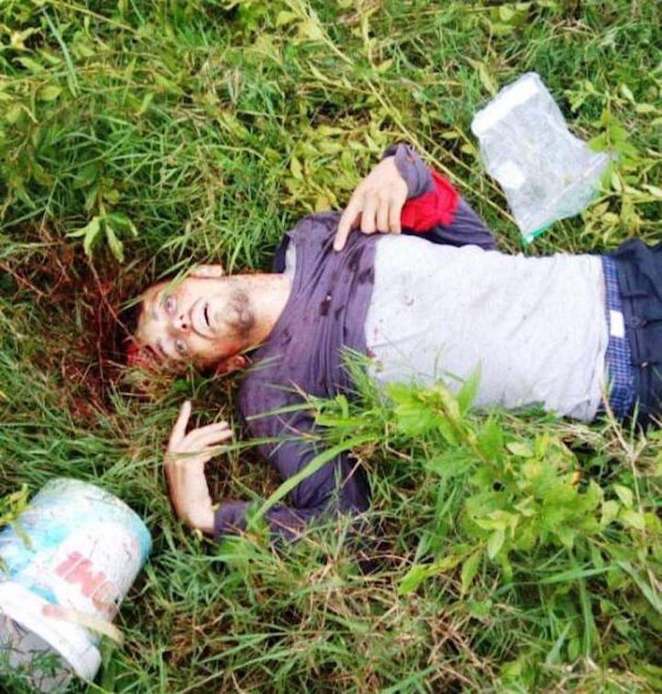 【ジャーナリスト魂】反政府ゲリラに密着取材中のジャーナリスト、政府軍によって間違えて射殺され身ぐるみ剥がされる・・・・・(画像)・5枚目
