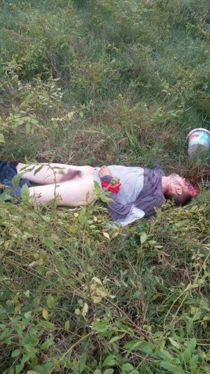 【ジャーナリスト魂】反政府ゲリラに密着取材中のジャーナリスト、政府軍によって間違えて射殺され身ぐるみ剥がされる・・・・・(画像)・6枚目