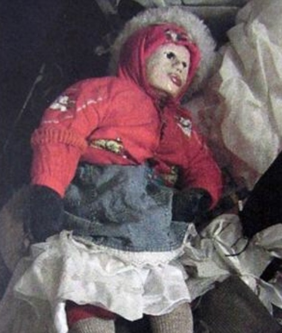 【マジキチ】墓地から少女の遺体を掘り起こしてせっせとミイラにしてたロシアのミイラ愛好家、怖過ぎだろ・・・・・(画像)・2枚目