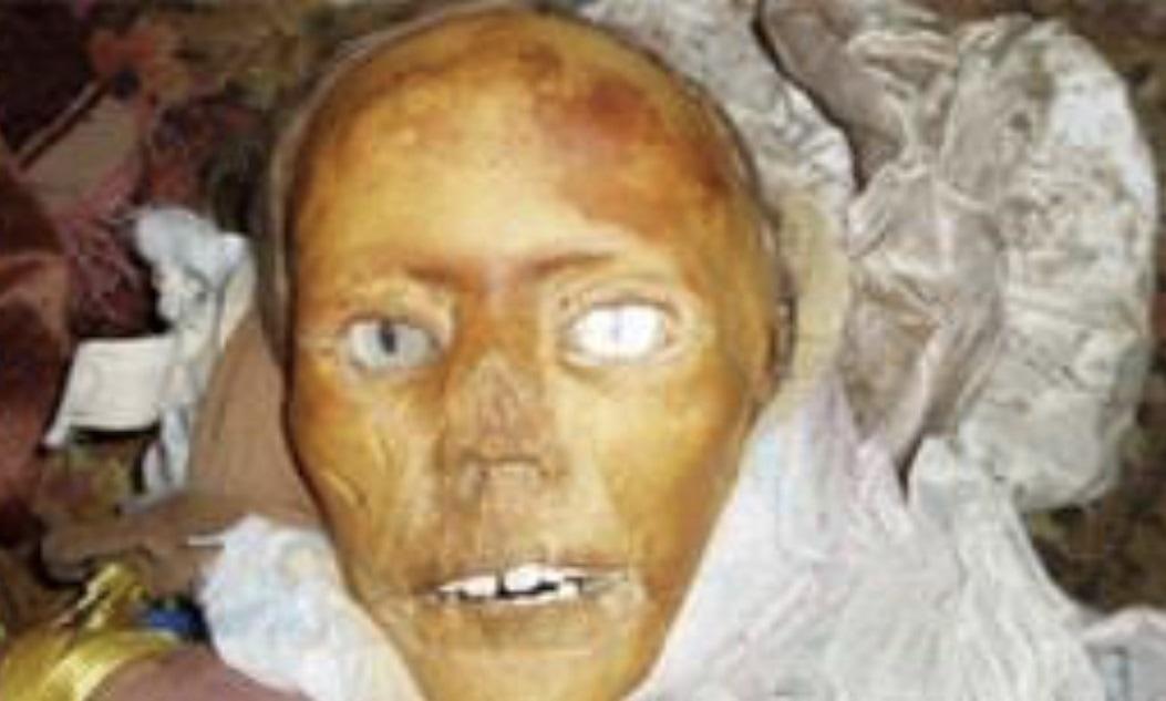 【マジキチ】墓地から少女の遺体を掘り起こしてせっせとミイラにしてたロシアのミイラ愛好家、怖過ぎだろ・・・・・(画像)・9枚目
