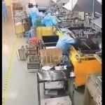 【プレス機事故】作業途中に動いてるプレス機に頭を入れる中国人労働者、死ぬ気かよ・・・・・(動画)