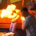 【焼身自殺】ウクライナの議会で自らの身体に火を放った男性、一瞬で燃え上がる・・・・・(動画)